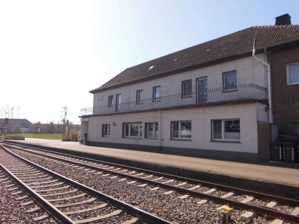 Uelder Bahnhof - Außenansicht